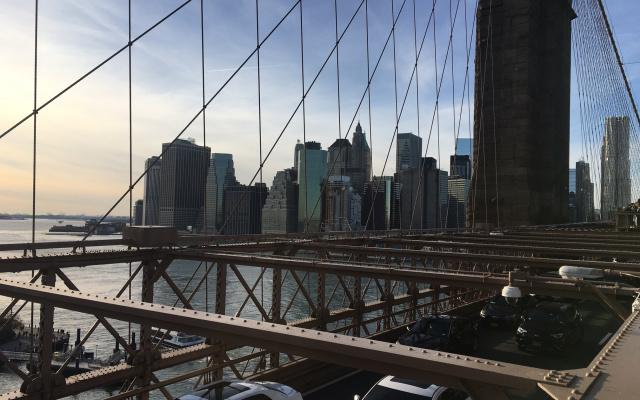 Один из лучших видов на Манхеттен открывается с Бруклинского моста