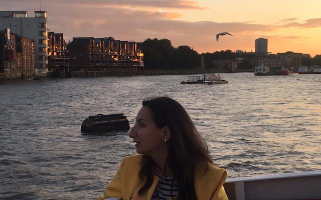 Лондон, открывающийся с Темзы в предзакатный час, особенно прекрасен